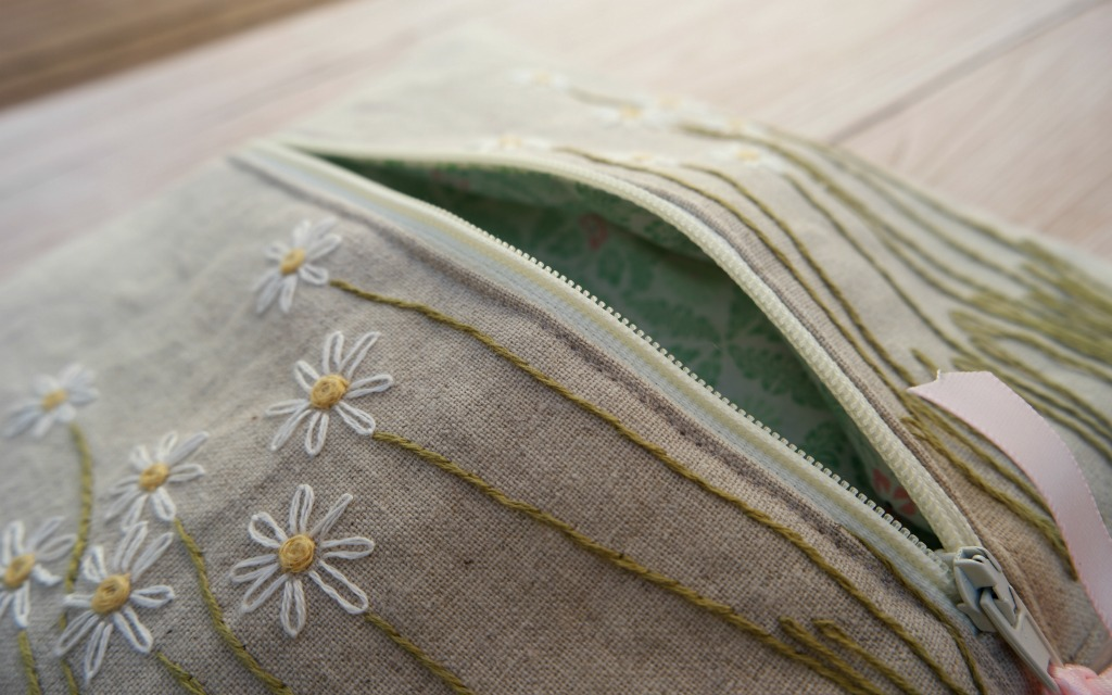 how to sew a pouch with a zip embroidered daisy pouch purse