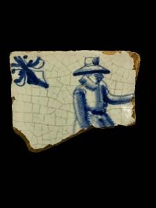 Mansfiguur met hoed, hoekmotief met lelie, 17de eeuw
