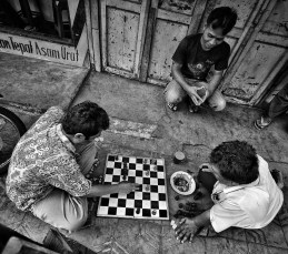 Chess match in a Yogyakarta's alley. Impressed with the speed of the game. Yogyakarta.