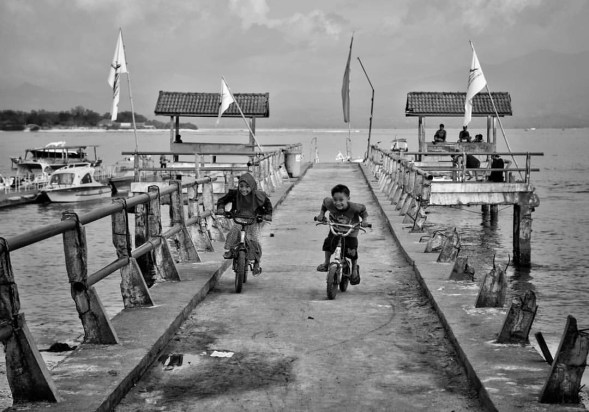 In an island with no rush, no traffic, no cars or motorbikes… this is the closest you can get to witness a race. In Gili Trawangan Island, Lombok.