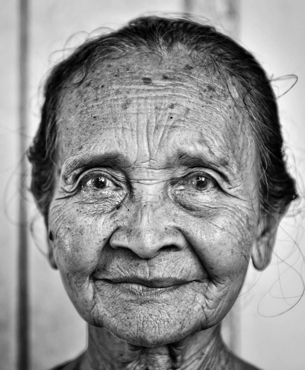 Loved her dedication. Every morning, she would come to our doorstep and leave a canang, the offering balinese hindu make up to 50 times a day. (in Gajah Biru Bungalows)