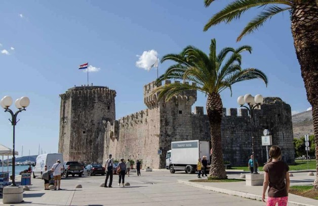 Trogir fortress - 10 Day Croatia Itinerary From Dubrovnik to Zagreb - A World to Travel