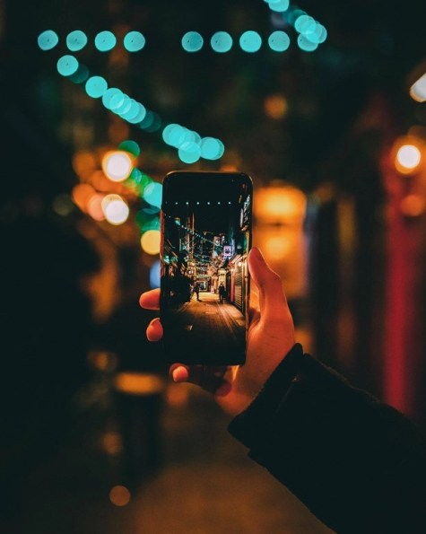 How To Pick The Best Phone For International Travel - A World to Travel (1)