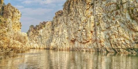 MARBLE ROCKS AT BHEDAGHAT - Madhya Pradesh Travel Mart - A World to Travel