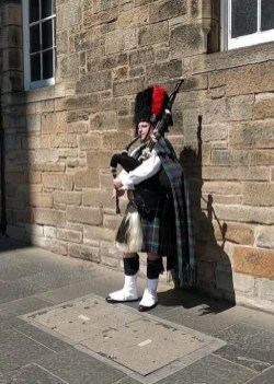 Arrival 3 - How To Make The Most Of 2 Days In Edinburgh - A World to Travel
