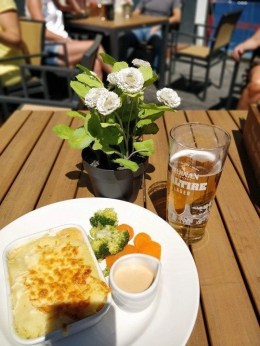 Lunch at Grassmarket 2 - How To Make The Most Of 2 Days In Edinburgh - A World to Travel