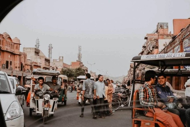 Busy streets - Fun Budget Things To Do In Jaipur - A Budget Guide To The City - A World to Travel