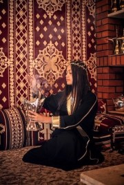 Nada al Nahdi portrait in Al Ula by @mal2at - Must Visit Saudi Arabia Cities - A World to Travel