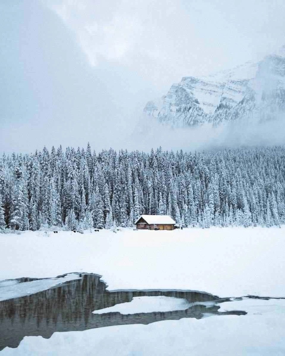 Louise Lake - Banff Travel Guide - A World to Travel