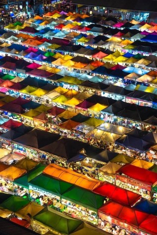 Bangkok market stalls - Thailand pictures - A World to Travel