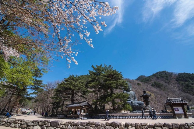 Seoraksan Buddha - South Korea - A World to Travel