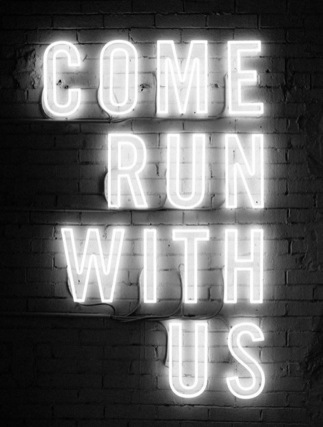 Come run with us neon sign - Traveling and running is possible