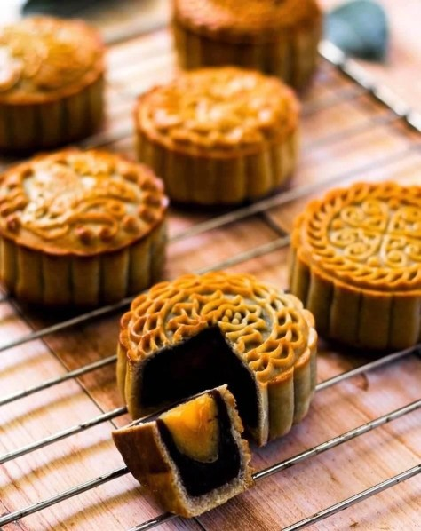 Intricate Vietnamese sweet little cakes