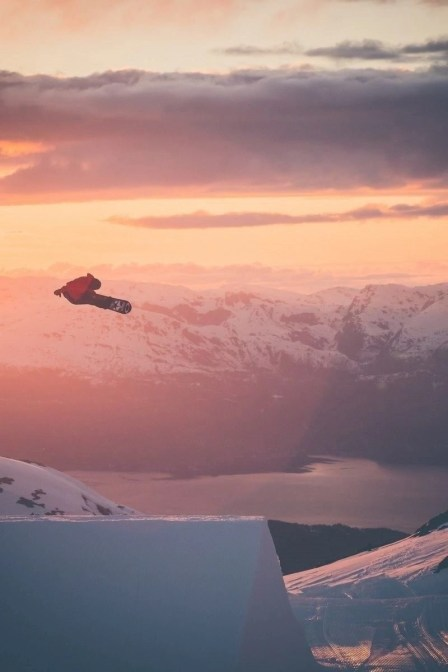 Big air jump - Freestyle snowboard - How to Enjoy The Great Outdoors In Winter