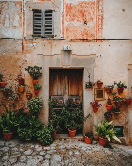 Valldemossa door, Mallorca - Exploring Mallorca by campervan