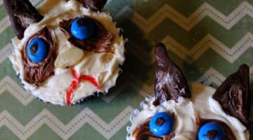 We all have a love/hate relationship with the famous Grumpy Cat. Now make grumpy cat cupcakes with this tutorial: How To Make Grumpy Cat Cupcakes Recipe