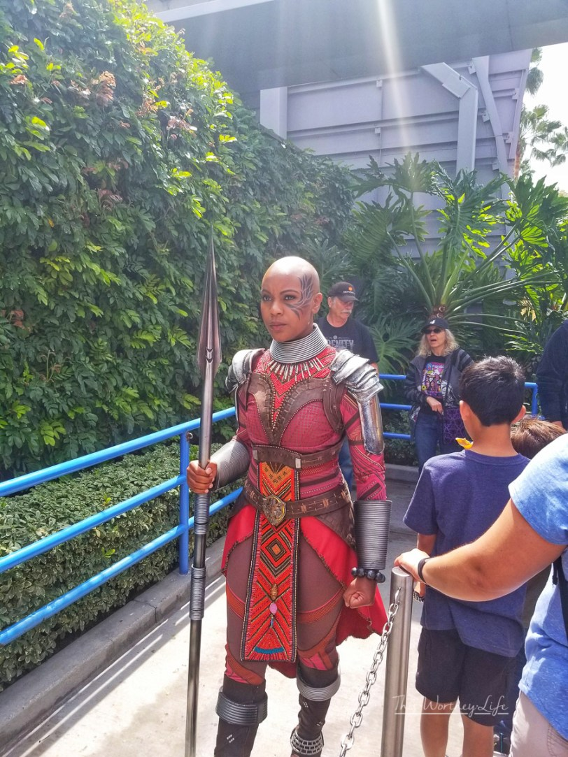 How long is the line to see Black Panther at California Adventure Park?