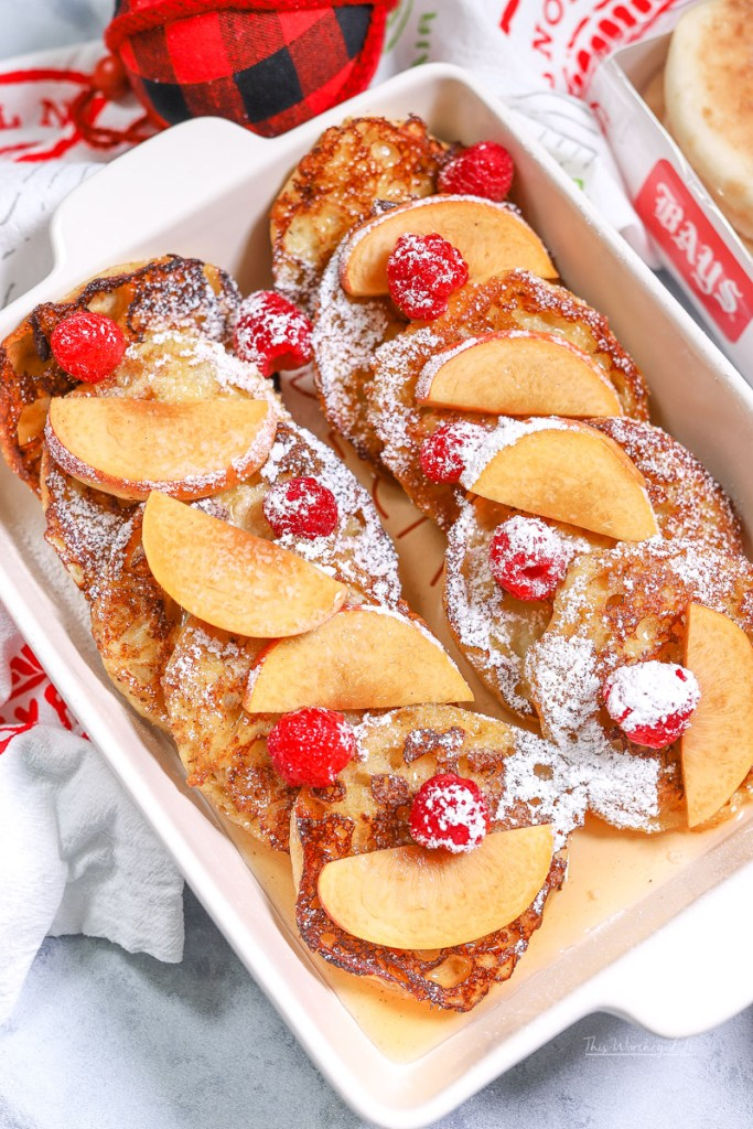 If you're looking for an overnight french toast recipe, you should try this Peach Melba French Toast, also perfect to make for Christmas morning! #breakfast #frenchtoast
