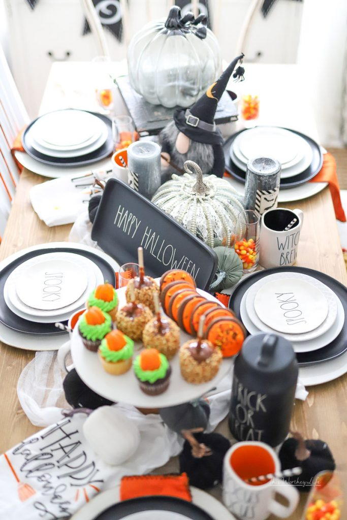 How to put a Halloween tablescape together