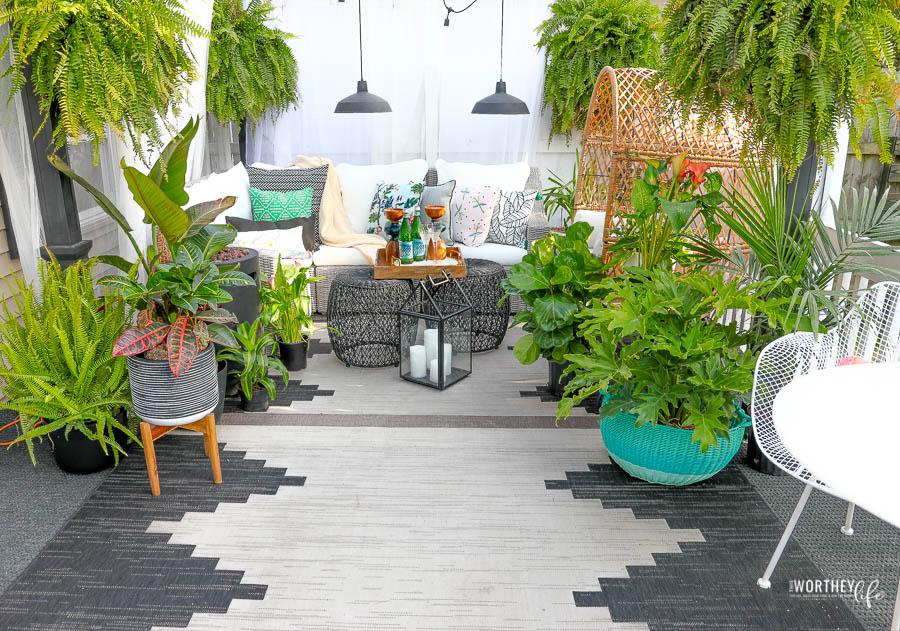 Creating An Outdoor Living Space | Backyard Patio Idea