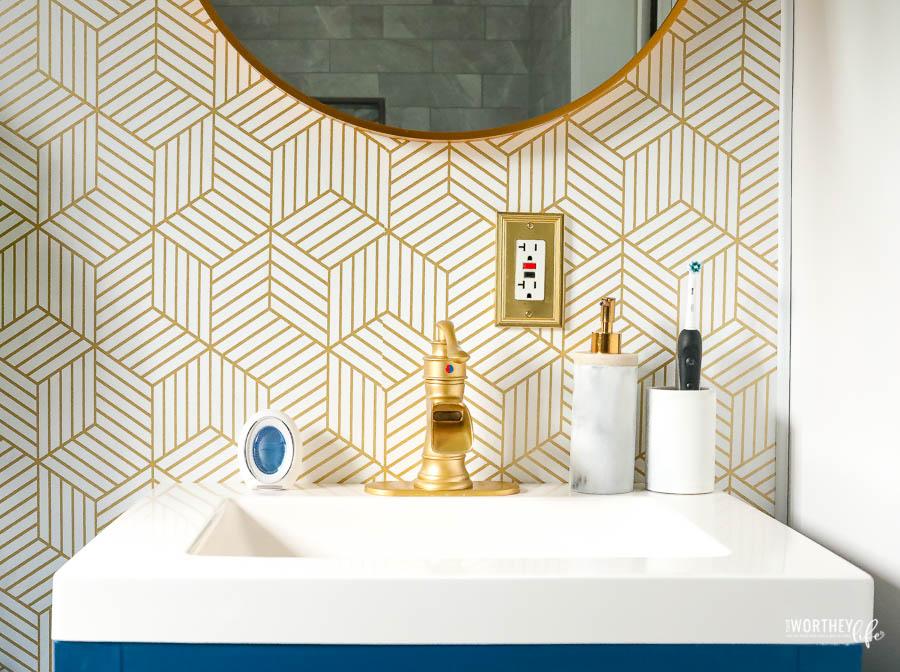 Wallpaper in small bathroom ideas