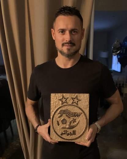 كريم زياني يفند خبر تكريمه من طرف الفاف