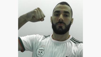 كريم بن زيمة بقميص الخضر ذو النجمتين
