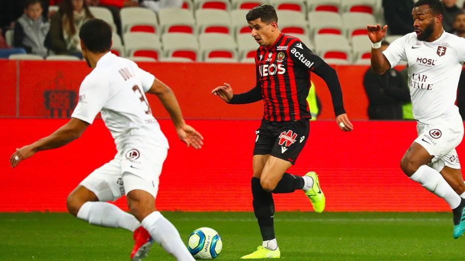 رغم غيابه بسبب الإصابة.. يوسف عطال مع نجوم الدوري الفرنسي