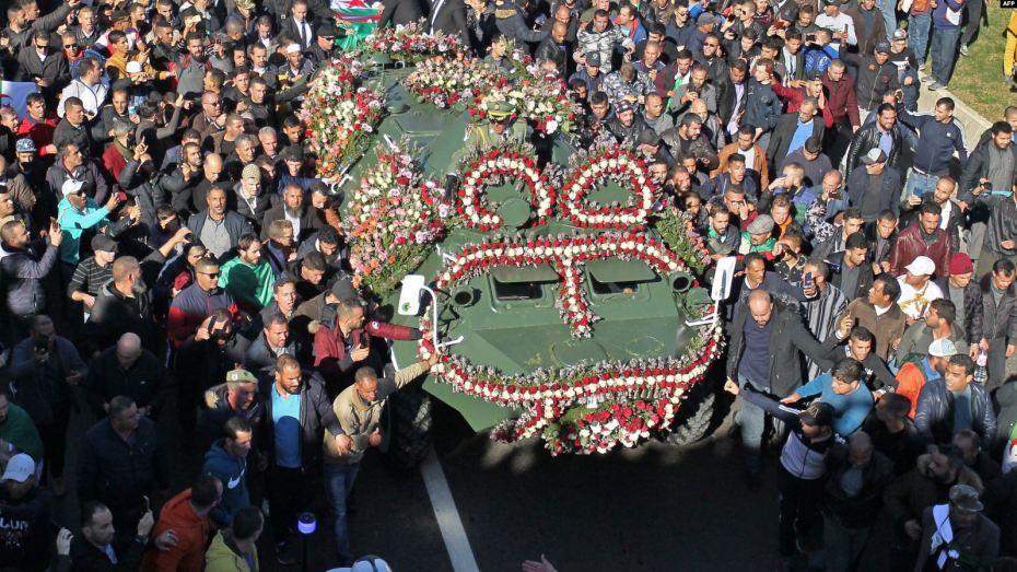 جنازة قايد صالح.. عربة قاد لواءها عام 1979 وحملت جثمان رئيس سابق