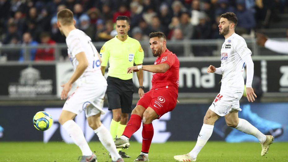 دولور يهدي هدفه للاعب دولي فرنسي سابق