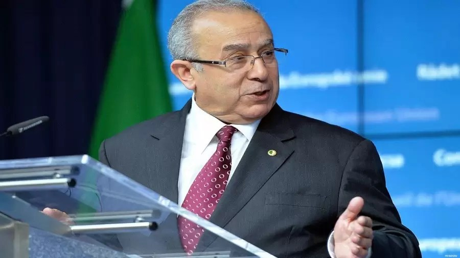 لعمامرة يتحادث مع نظيره التركي والمبعوث الأممي في ليبيا