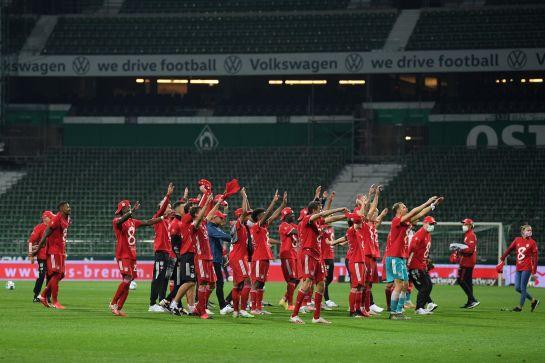 احتفال لاعبي بايرن ميونيخ بلقبهم الثامن تواليا في البندسليغا