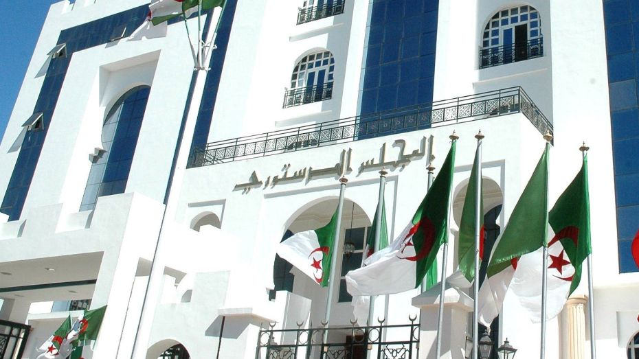المجلس الدستوري يرفع مقترحاته حول مسودة الدستور إلى رئيس الجمهورية