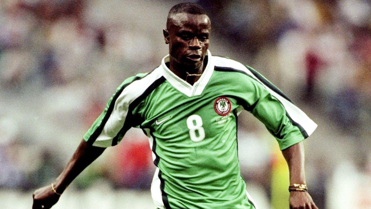 """""""موتيو أديبوجو"""" بقميص المنتخب النيجيري سابقا"""