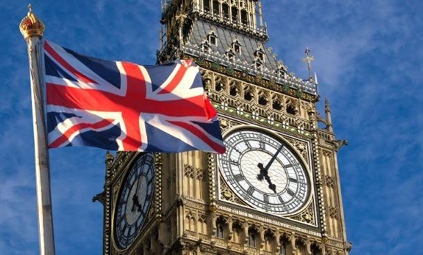 بريطانيا تتيح للطلبة الجزائريين فرصة العيش فيها عقب التخرج