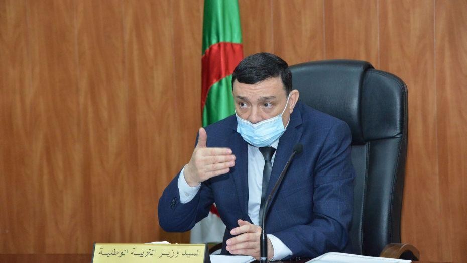 وزير التربية يدرس آخر ترتيبات الامتحانات النهائية غدا
