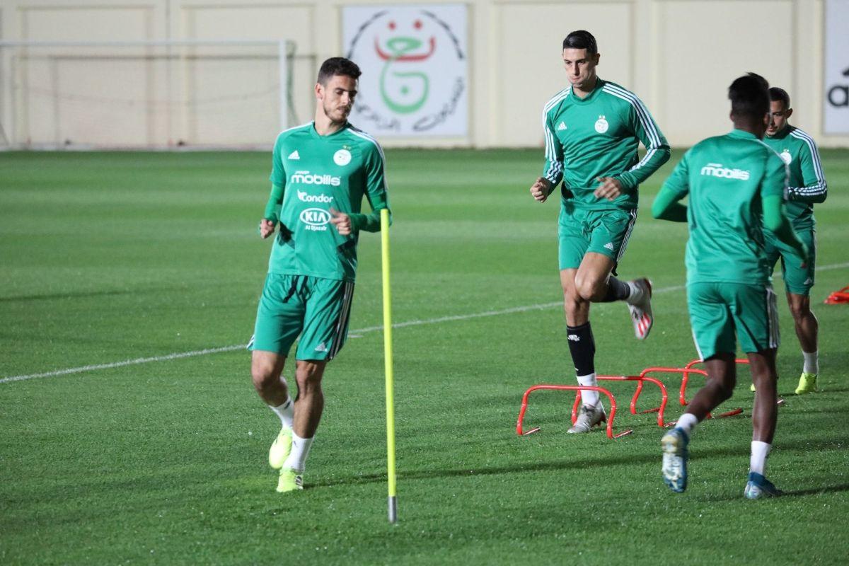 أيوب عبد اللاوي من تدريباته الجماعية رفقة المنتخب الوطني الجزائري