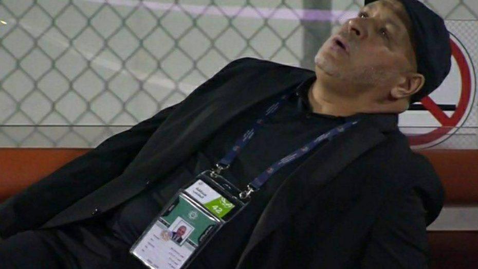 بالفيديو.. لحظة تعرض مدرب جزائري للإغماء أثناء المباراة