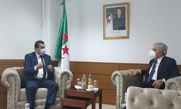 وزير المناجم يستقبل السفير الإيطالي بالجزائر
