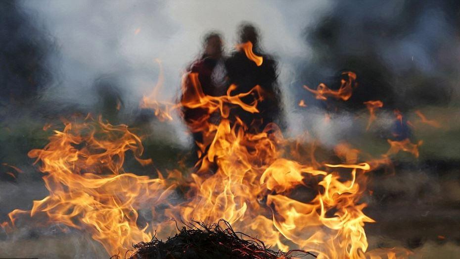 محتجون غاضبون يضرمون النار في رئيس بلدية بولاية باتنة