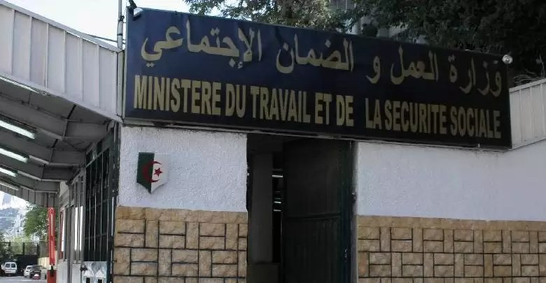 وزارة العمل ترفع التجميد عن المناصب الشاغرة