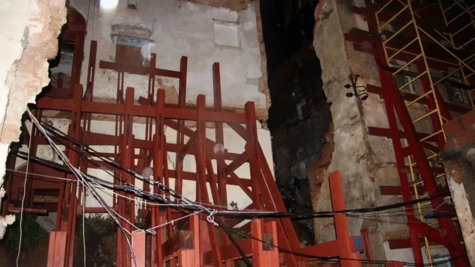 إنقاذ 3 عائلات بعد انهيار منازلهم بالقصبة العليا في العاصمة