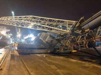صور- تضرر سفينة تجارية بعد سقوط رافعة بميناء بجاية