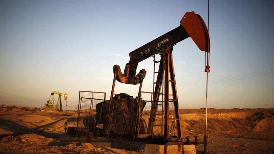 تراجع أسعار النفط بفعل زيادة مفاجئة في المخزونات الأمريكية