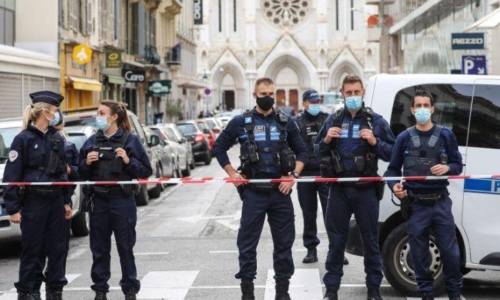 """مقتل 3 من عناصر الشرطة الفرنسية برصاص """"مختل عقلي"""""""