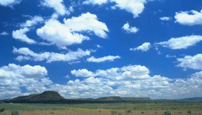 رياح وأمطار ودرجات حرارة عالية.. تعرّف على توقعات حالة الطقس لهذا الأسبوع