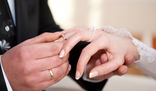 زواج التجربة يخلق الجدل و221 شخصا وقعوا العقد وعلماء الدين يفصلون
