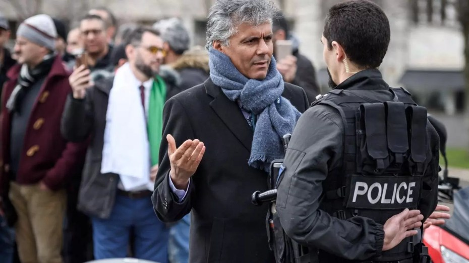 أياماً بعد نقله إلى سجن البيّض..رشيد نكاز يقاضي وزير العدل