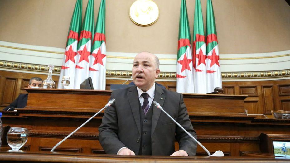 وزير المالية: لا يمكن إدراج اللغة العربية في معاهد التكوين