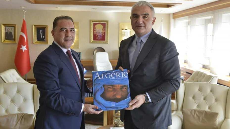 الجزائر تبحث سبل تعزيز علاقاتها مع تركيا في مجال السياحة